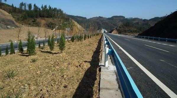 分离式道路路基设计的方法
